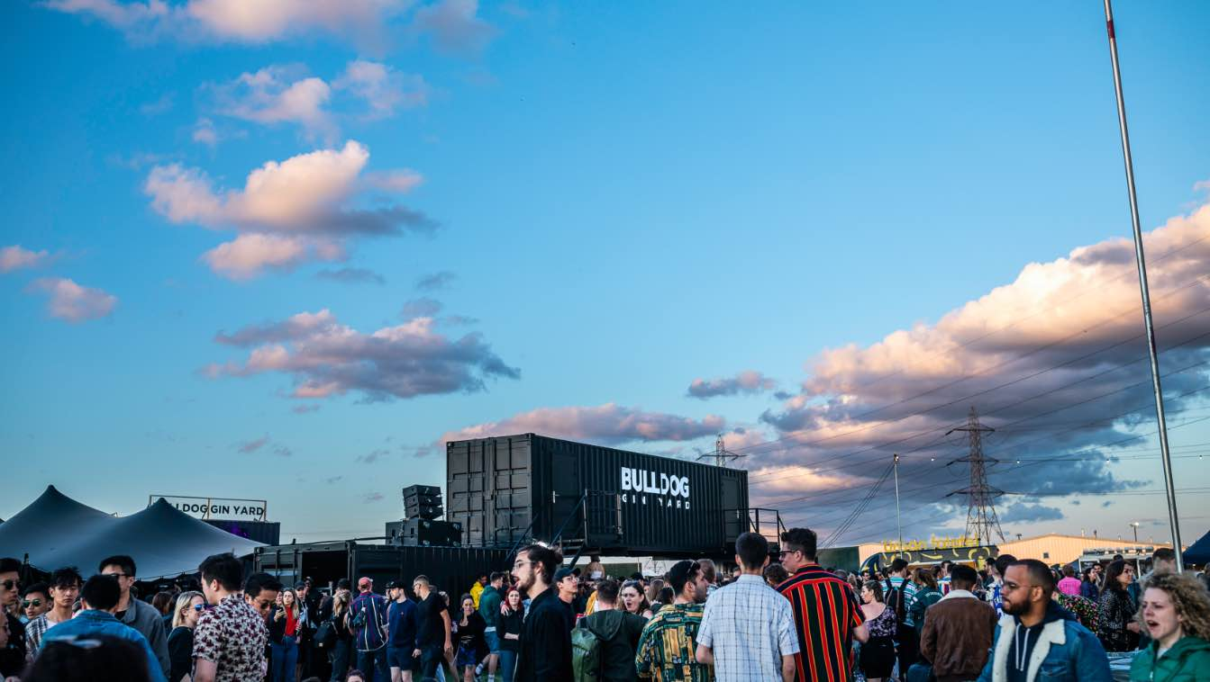 lucid-bulldog-arena-dusk-crowd@2x