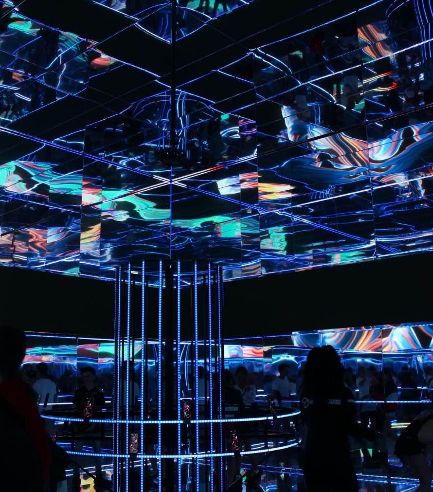 lucid-samsung-hypercube-6@2x