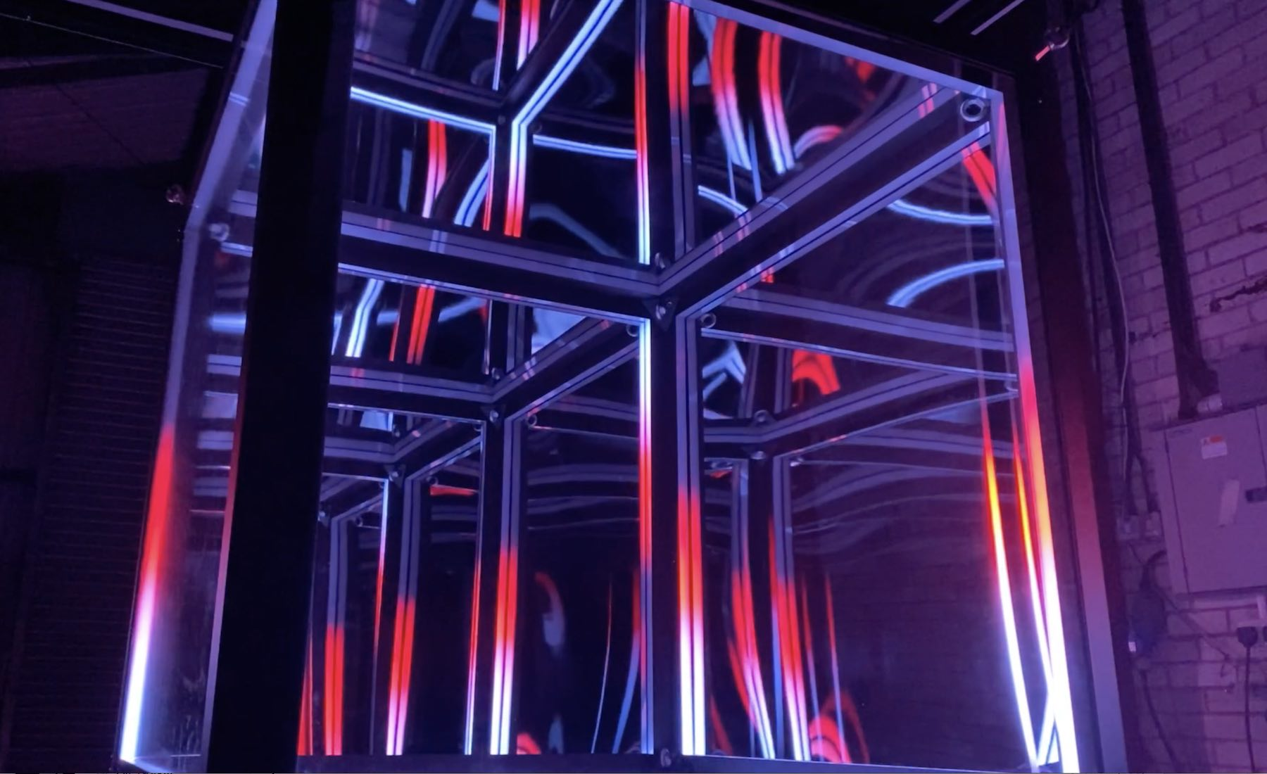 LUCID-LIGHT-INSTALLATION-CUBE-CLOSUP