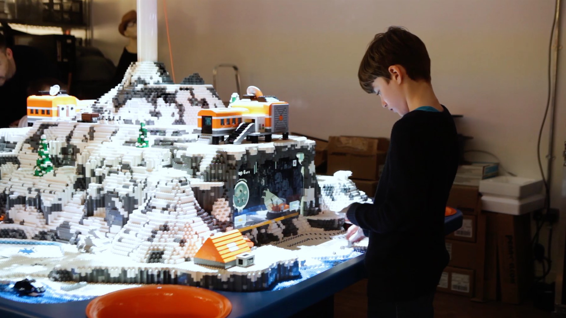 LEGO-INTERACTIVE-PLAYTABLE-ARTIC-LUCID