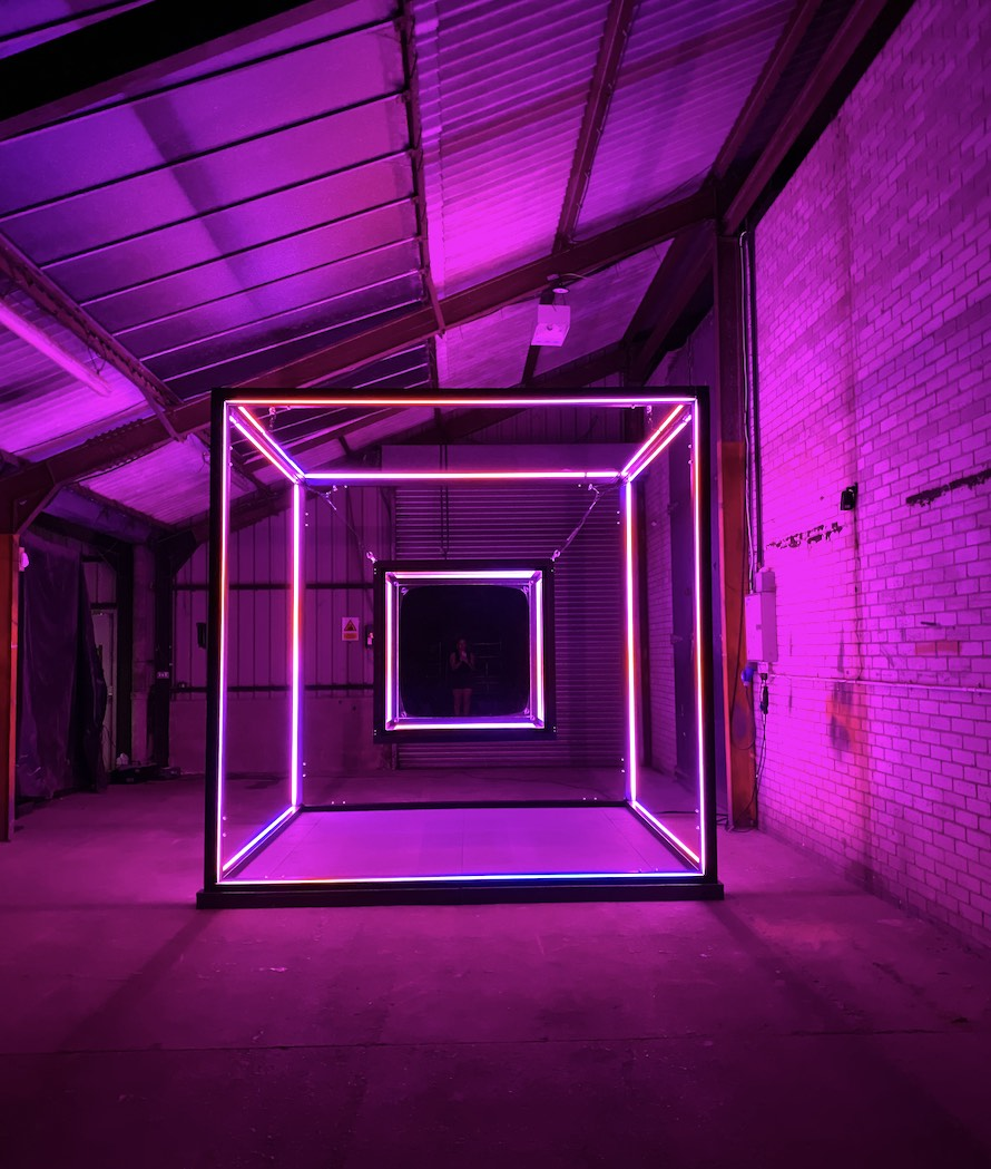 EXPONENTIAL-LIGHT-CUBE-PINK