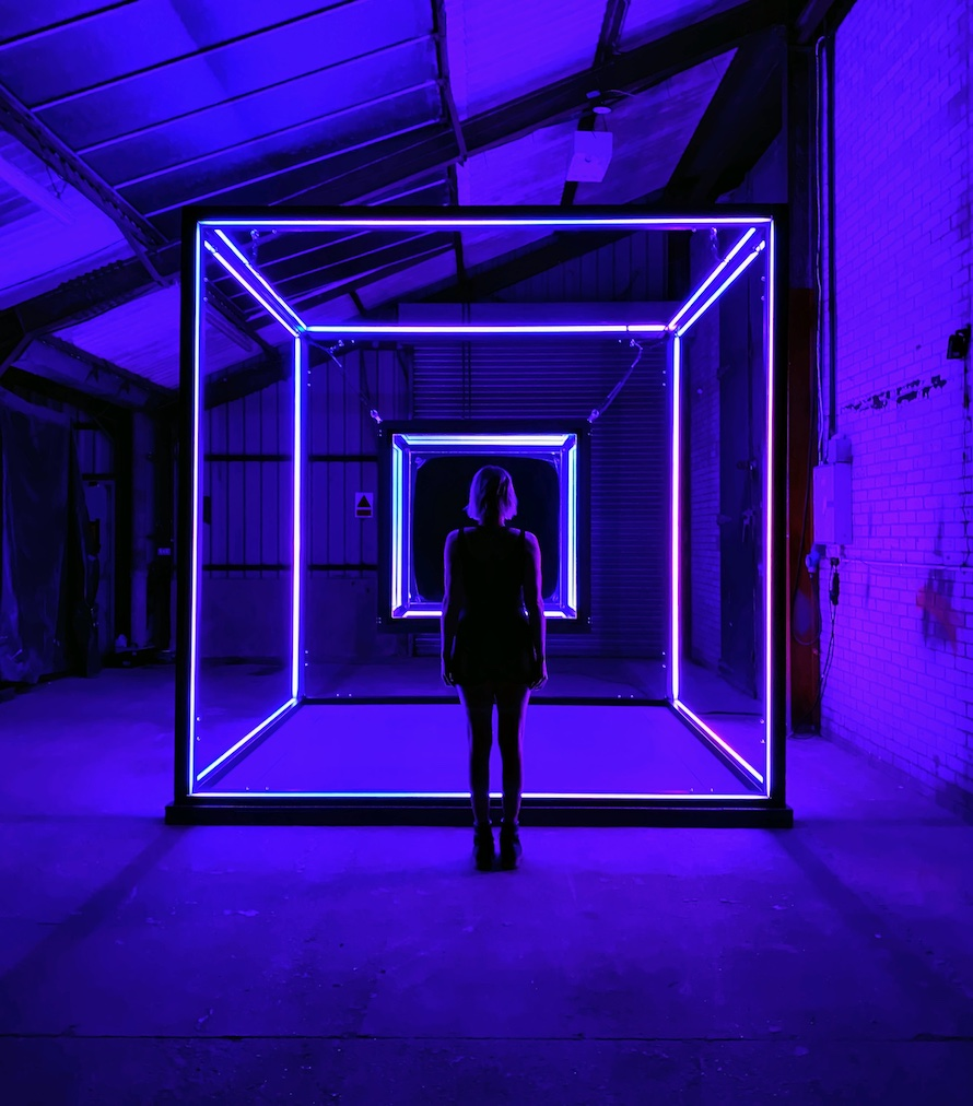 EXPONENTIAL-LIGHT-CUBE-STANDING-